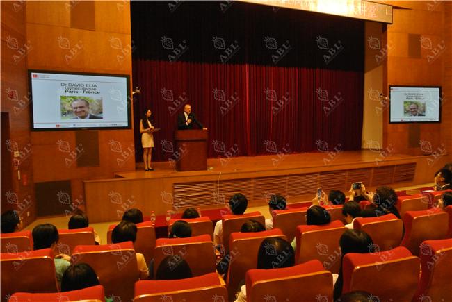 法国赫尔曼医院妇科、围绝经期与激素治疗专家大卫·埃利亚赴中国移动大型讲座交流
