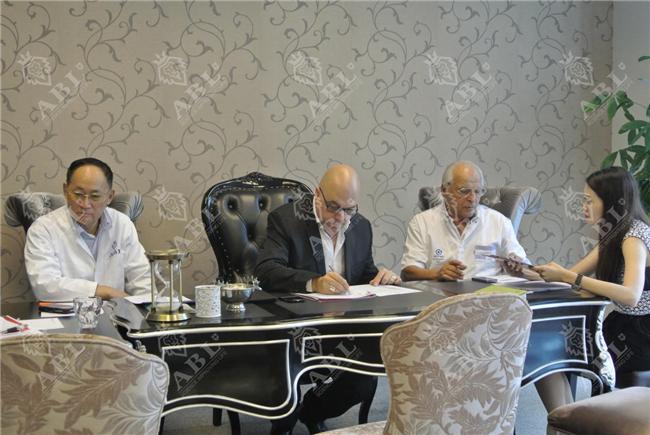 法国抗衰老协会主席文森特•德里达及筋膜整复权威马可•柏扎特来华联诊