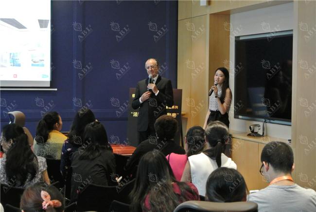 法国赫尔曼医院妇科、围绝经期与激素治疗专家大卫·埃利亚中国平安健康讲座