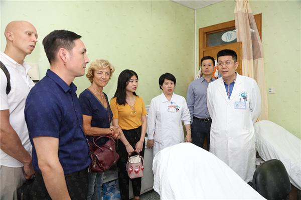 瑞士领誉医疗专家应邀前往广东省人民医院进行产后康复交流