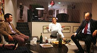 """大卫·埃利亚医学博士、克里希纳·克劳医生和苏逢锡教授,共同擎领保乳文化,帮助女性实现""""保乳保子宫·保护生命摇篮""""的梦想。 <a href="""