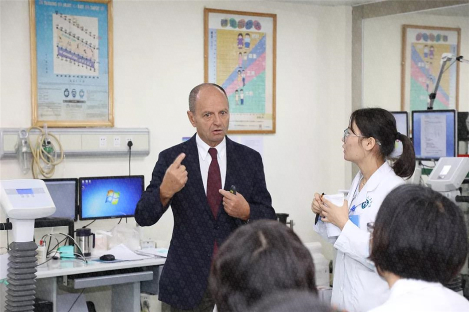 法比奥·贝洛托博士曾多次到省医交流